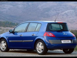Renault-Megane_II_Hatch_2003_800x600_wallpaper_06